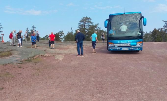 Karlssons buss mitt i den röda rapakivin