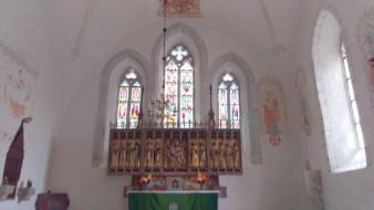 Lye kyrka och de vackra målade fönsterna
