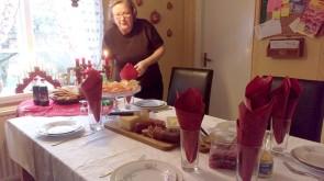 Eva förbereder jullunchen
