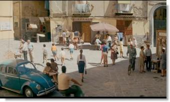 Elena går runt i Neapel
