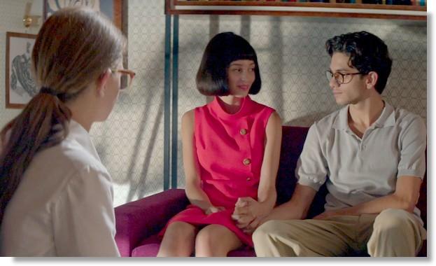 Elena hittar Lila och Nino i skoaffären