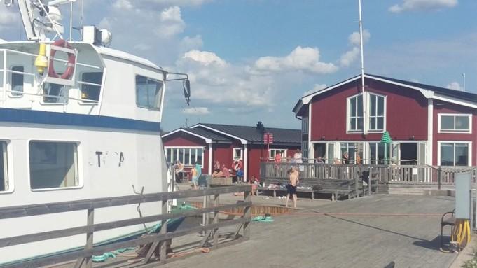 Karlsöbåten ligger vid kaj den här sommaren